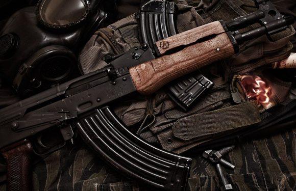 """""""Beidzot nopērc ieroci un šauj"""" – Kaimiņš Twitter aicina Poikanu šaut"""
